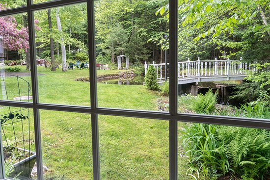 Shelburne, NH: Beautiful view from the private cottage available during the summer.