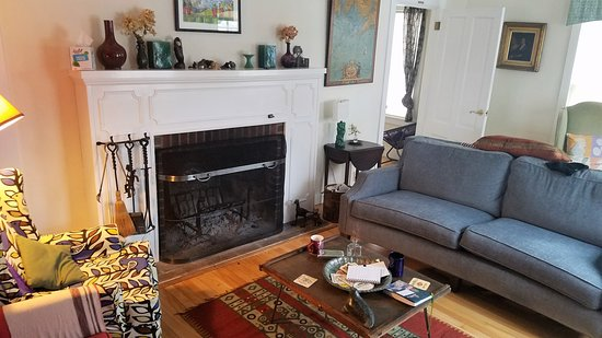 Cornwall, VT: Cozy living room with fireplace