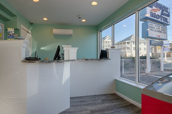 Madison Beach Motel: Front desk