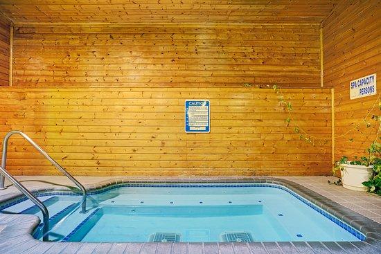 Baldwin, WI: Hot Tub