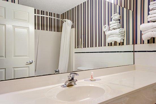 Baldwin, WI: Bathroom