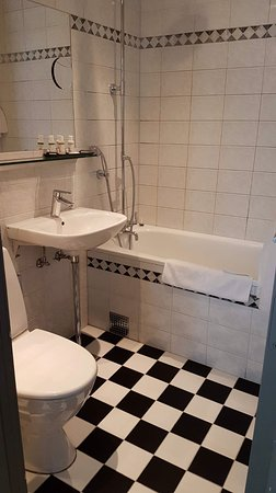 Old Fashioned Bathroom Which Looked Nothing Like The Photos On Their - Old fashioned bathrooms