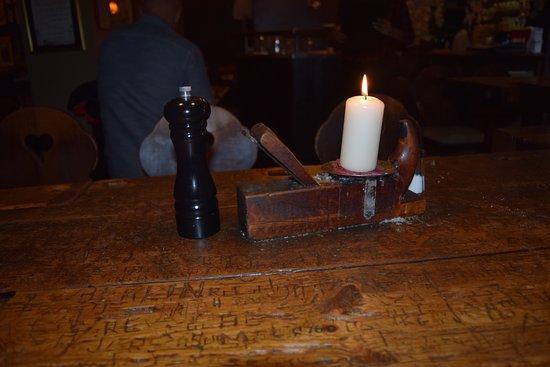 Schnitzelbank : Tischausstattung