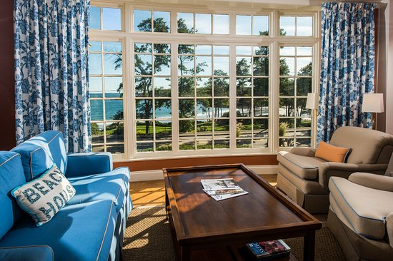 York Harbor Inn: Harbor Cliffs Living Room