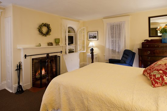 York Harbor, ME: Yorkshire Room with Queen bed
