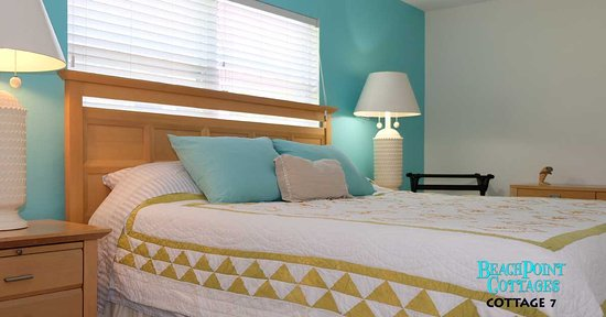 Beachpoint Cottages: Spacious and bright bedroom in Cottage 7.
