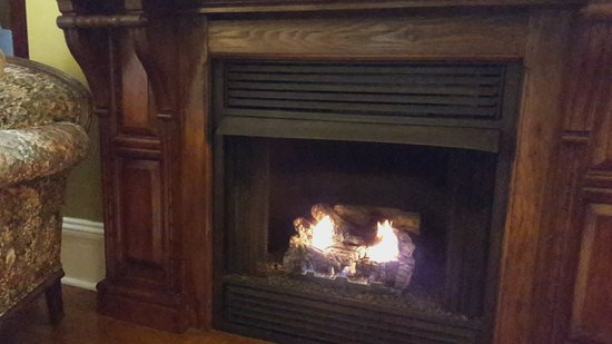 East Marion, NY: Living Room Fireplace