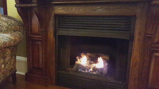 East Marion, Estado de Nueva York: Living Room Fireplace