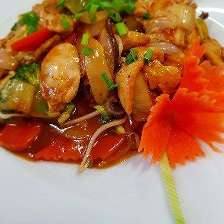 Kurczak Po Seczuansku Na Goracym Zeliwie Picture Of Hoa Lan Oriental Restaurant Wroclaw Tripadvisor