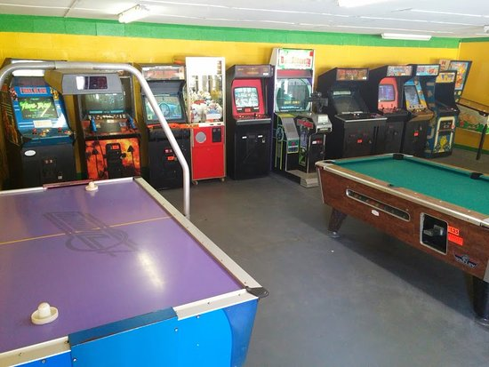 Anvil Campground: Arcade with air hockey and pool!