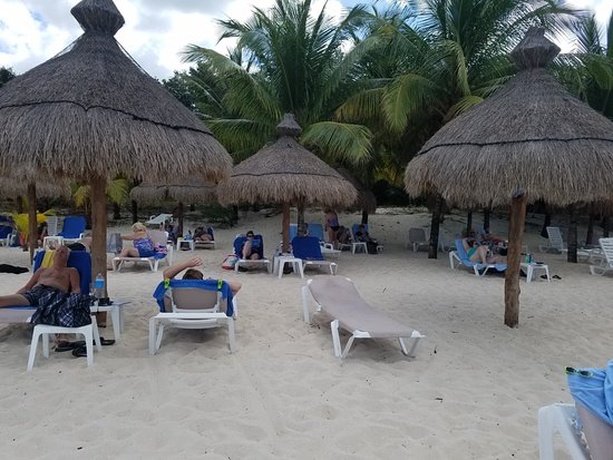 Nachi Cocom Beach Club & Water Sport Center: Palapas