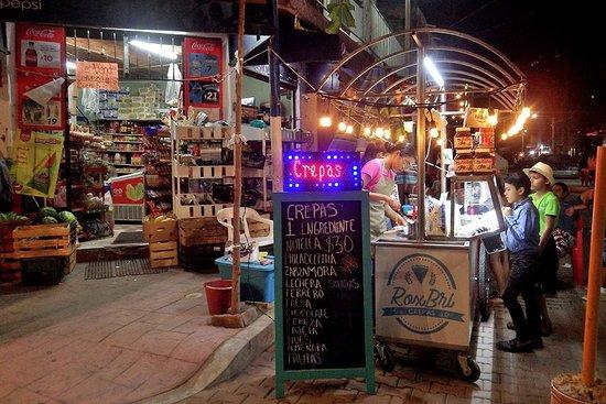 Casa Contenta: Los Ayala nightlife