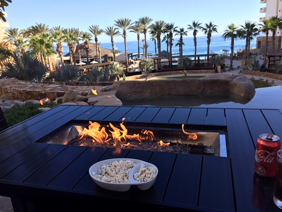 Grand Solmar Land's End Resort & Spa: Sports Bar patio with table grill warming us