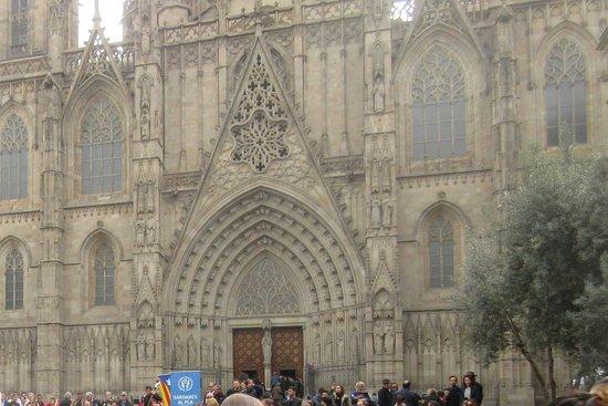 Catedral de Barcelona: The facade