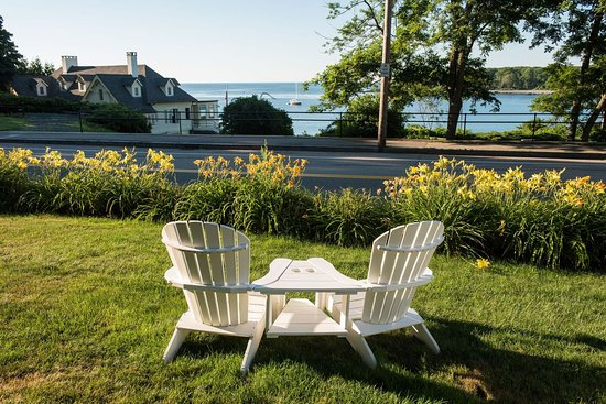 York Harbor, ME: Harbor Cliffs ocean view lawn