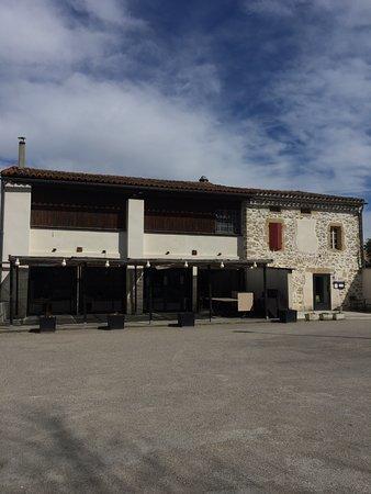 Montferrand, ฝรั่งเศส: le restaurant vue du parking
