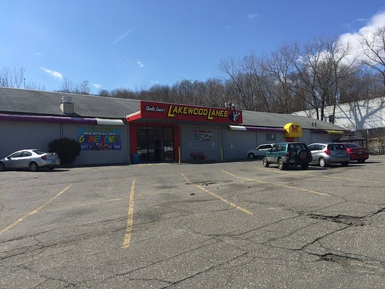 Waterbury, CT: Front of Lakewood Lanes