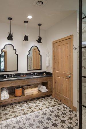 Deluxe guest room bathroom
