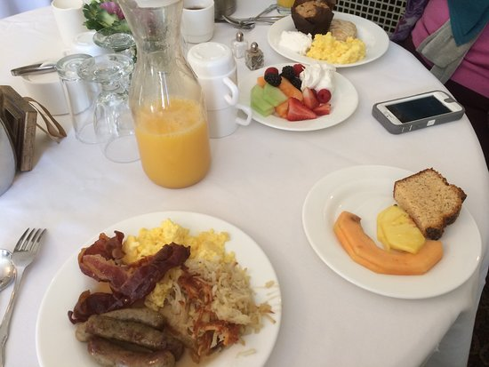 Glen Eyrie Castle & Conference Center: Breakfast included with evening's stay.