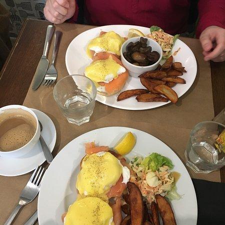 The Breakfast Club: Eggs 🥚 Benedict 👌🏻✨