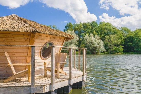 les cabanes des grands lacs hotel vesoul voir les tarifs et 295 avis. Black Bedroom Furniture Sets. Home Design Ideas