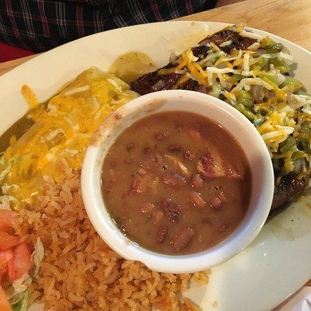 Tia Juana's Grille & Cantina: Quesadilla was delicious