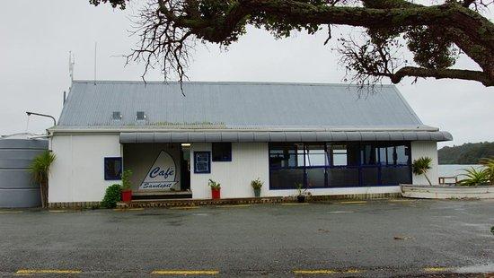 Warkworth, Nuova Zelanda: Cafe Sandspit: Clean, bright, million dollar views, parking close by. Photographer: Monique Hart