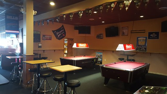 Tavern House Grill: Pool Tables