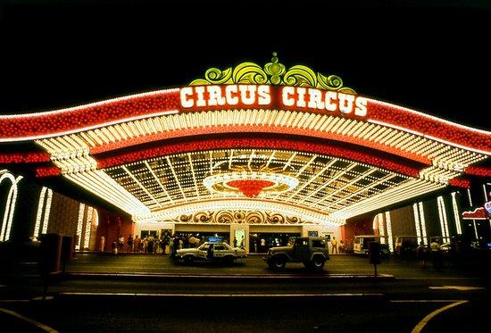 Circus Circus Manor Motor Lodge: Exterior