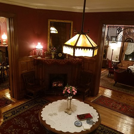 The Gables Bed and Breakfast: Entry