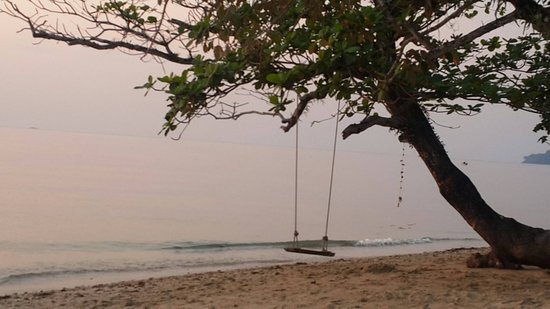 The Chill Resort & Spa, Koh Chang: ชายหาดสะอาดงามตา