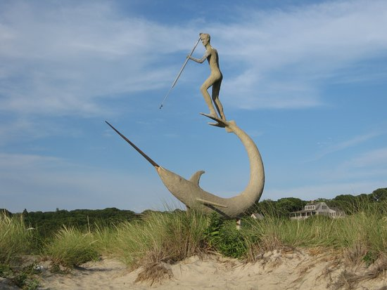 ‪‪Menemsha‬, ماساتشوستس: Harpoon Fisherman sculpture, Menemsha Beach, Martha's Vineyard‬