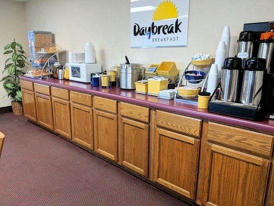 El Paso, IL: Breakfast area