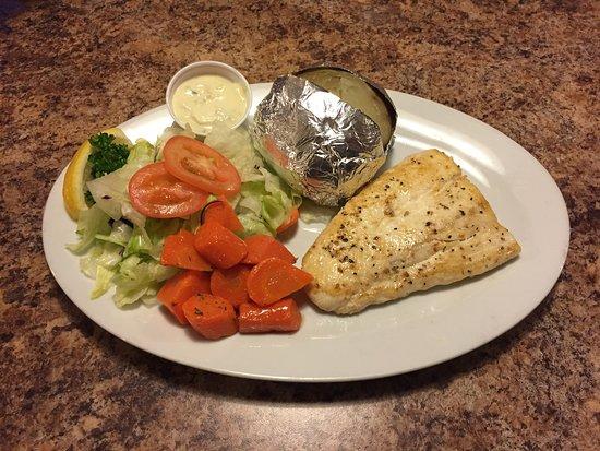 Smiles Seafood Cafe: Halibut Dinner