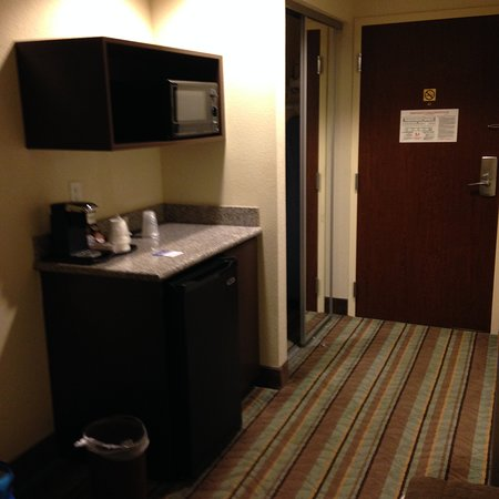 Best Western Plus Chain Of Lakes Inn Suites Counter Top With Refrigerator Below