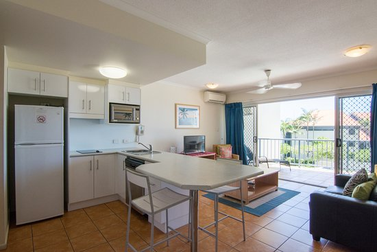 Coolum Beach, Australia: One bedroom kitchen/dining/living