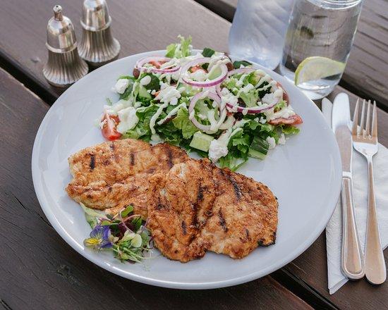 Centurion, Sudafrica: flame grilled chicken & salad