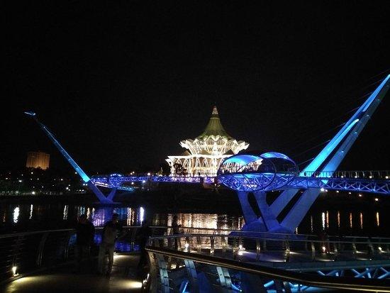 Kuching Esplanade: IMG_20180310_192441_HHT_large.jpg