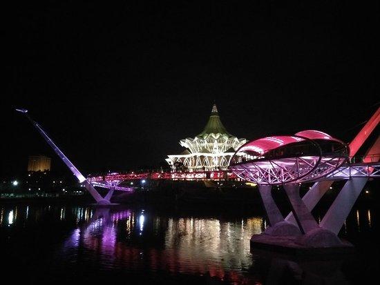 Kuching Esplanade: IMG_20180310_192627_HHT_large.jpg
