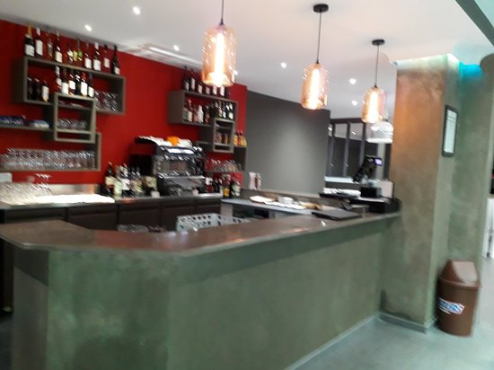 Guyancourt, França: Changement du proprietaire. Réouverture du restaurant 7/7. Plats et pizzas à emporter à-10%