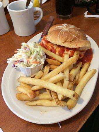 Linda Jean's Restaurant : Chicken Parmigiana