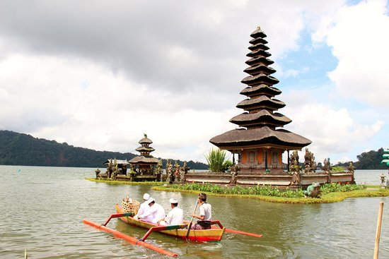Pemuteran, Indonesia: Beratan lake temple is most beautiful temple in Bali