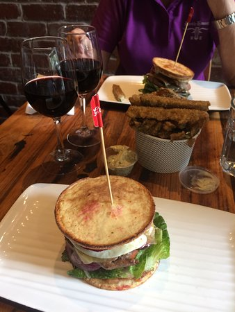 Charlestown, Australia: low carb burger YES PLEASE!!!!!