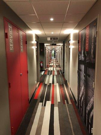 Hotel Ibis Lyon Carre de Soie Photo