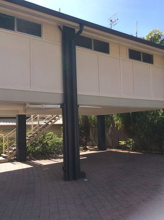 Lychee Tree Holiday Apartments: lychee unit 16 from rear view with car park beneath