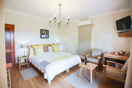 Lovane Boutique Wine Estate and Guest House: Our standard rooms are comfortabily furnished.