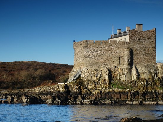 Kilchoan, UK: Mingary Castle over the Sound of Mull