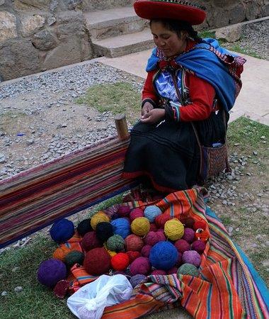 Ollantaytambo, Peru: Weaving Peruvian lady.