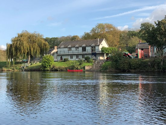 Glasbury-on-Wye, UK: The cafe is next to the canoe centre, Wye Valley Canoes