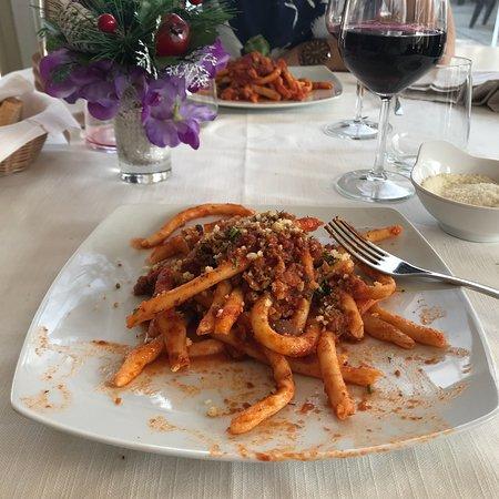 Graniti, Italia: Ottimo piatto di maccheroni con salsiccia e finocchietto!
